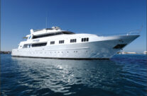 What's a Liveaboard Dive Boat?